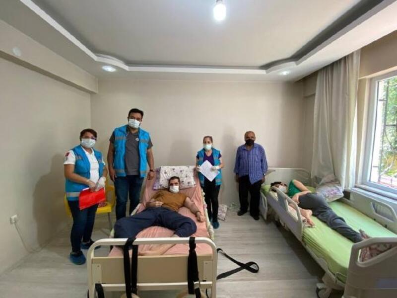 Malatya'da mobil aşı ekipleri, engelli vatandaşları evlerinde aşılıyor