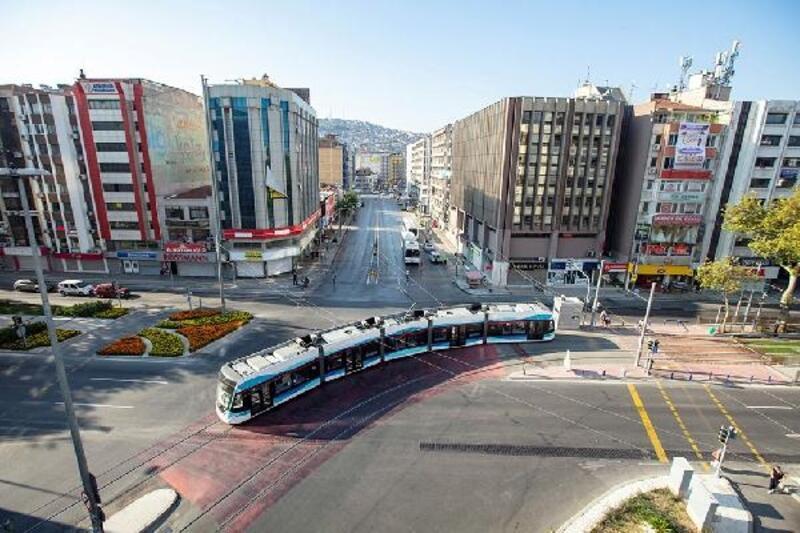 İzmir'de tramvaylarda ücretsiz internet dönemi yarın başlıyor