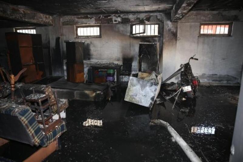 Apartmanın deposunda çıkan yangını itfaiye söndürdü