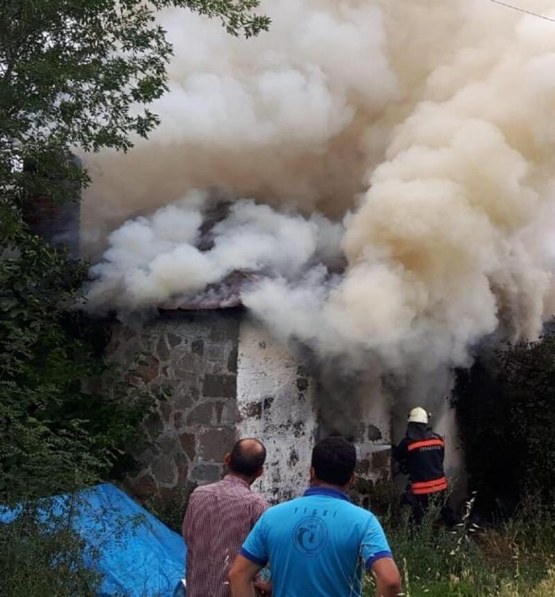 Trabzon'da depo evde yangın