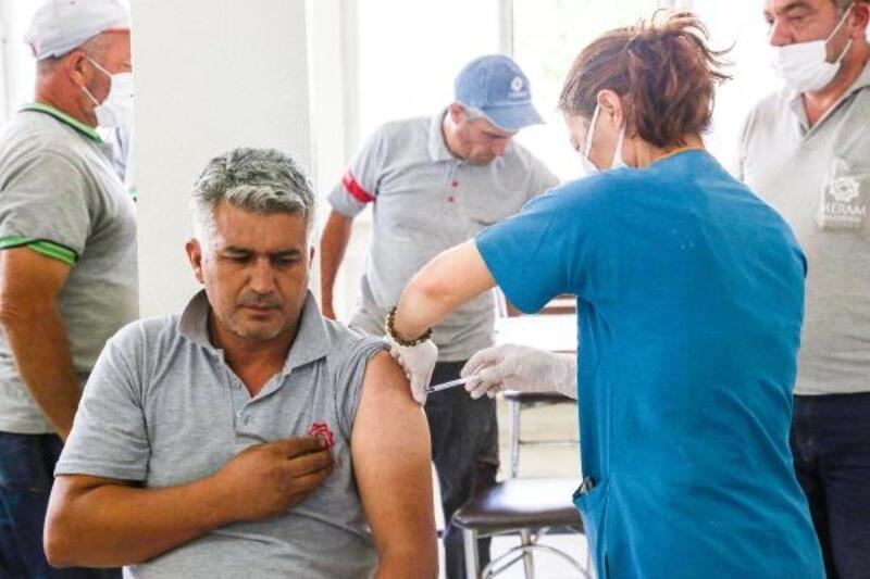 Meram Belediyesi personeli Kovid-19 aşısı oluyor