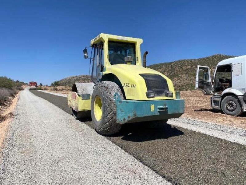 Mardin'in kırsal mahallelerinde yol yapım çalışması sürüyor