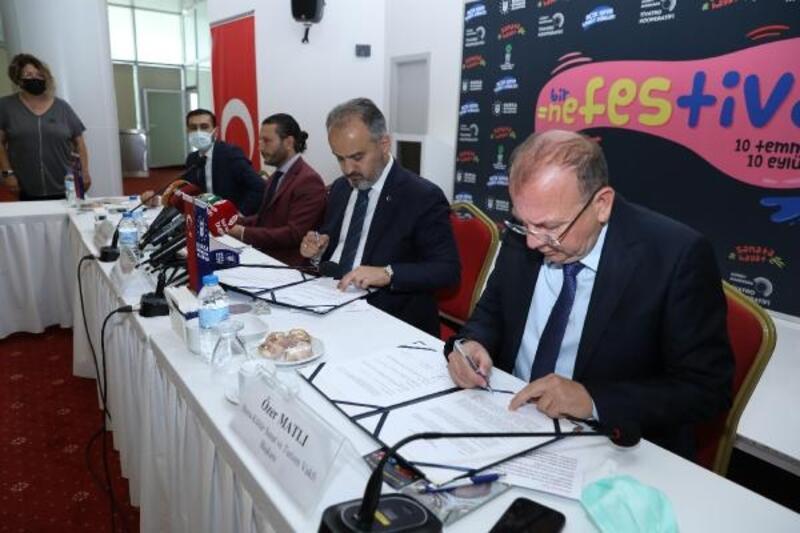 Bursa Büyükşehir Belediyesi'nden sanatçıya destek halka moral festivali