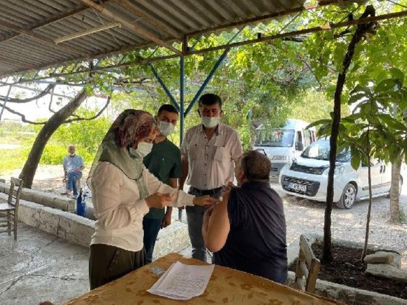 Kadirli'de aşı ekipleri köy köy geziyor