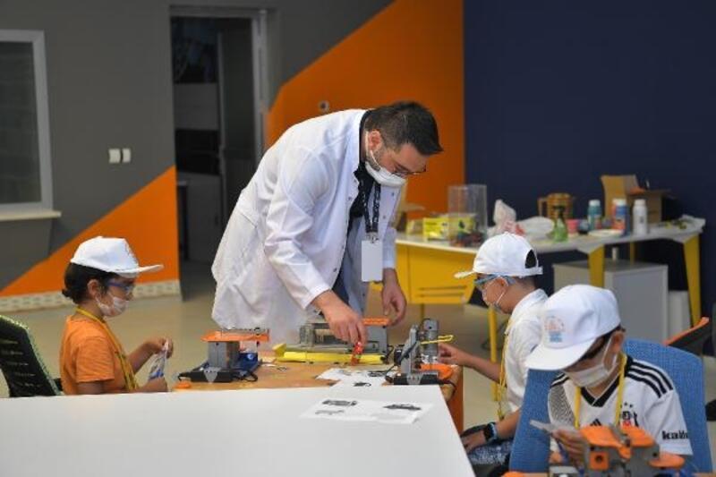 Bilim Merkezi'nde kamplar başladı