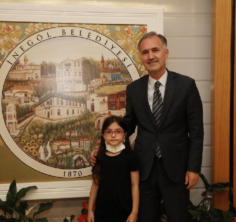 Başkan Taban şampiyon öğrenciyi ödüllendirdi
