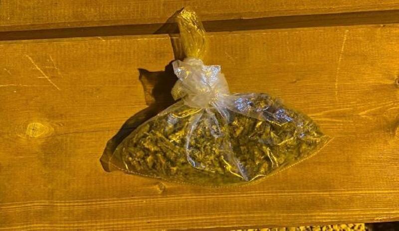 Otobüs yolcusu 112 gram esrarla yakalandı