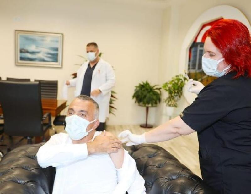 Kırklareli Valisi Bilgin 3'üncü doz aşısını oldu
