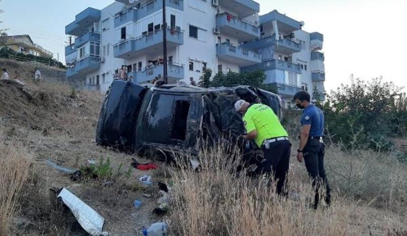 Şarampole yuvarlanan otomobildeki anne- oğul yaralandı