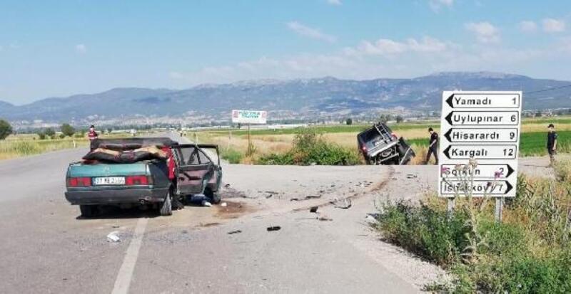 Gölhisar'da 'hatalı sollama' kazası: 4 yaralı