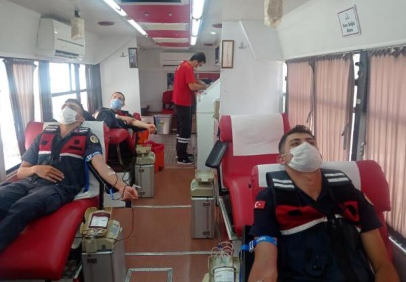 Jandarmadan 25 ünite kan bağışı