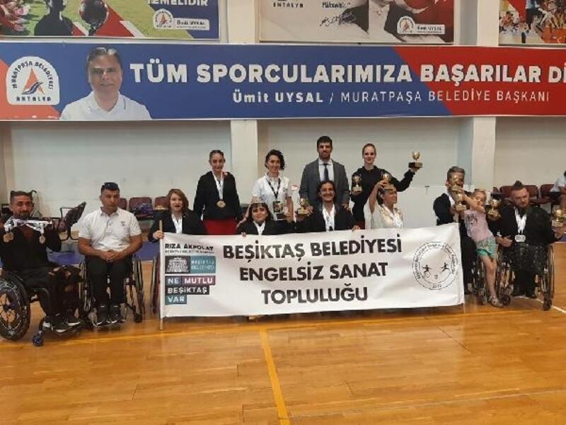 Beşiktaş Belediyesi Engelsiz Sanat Topluluğu 22 madalya kazandı