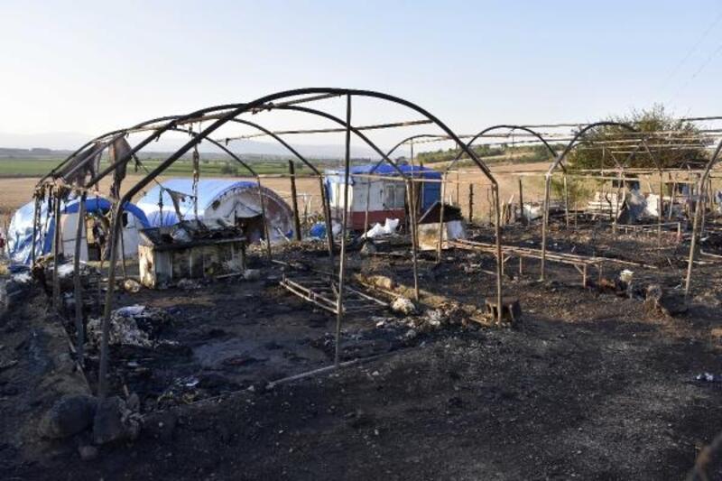Karacabey'de mevsimlik işçilerin kaldığı 8 çadır yandı
