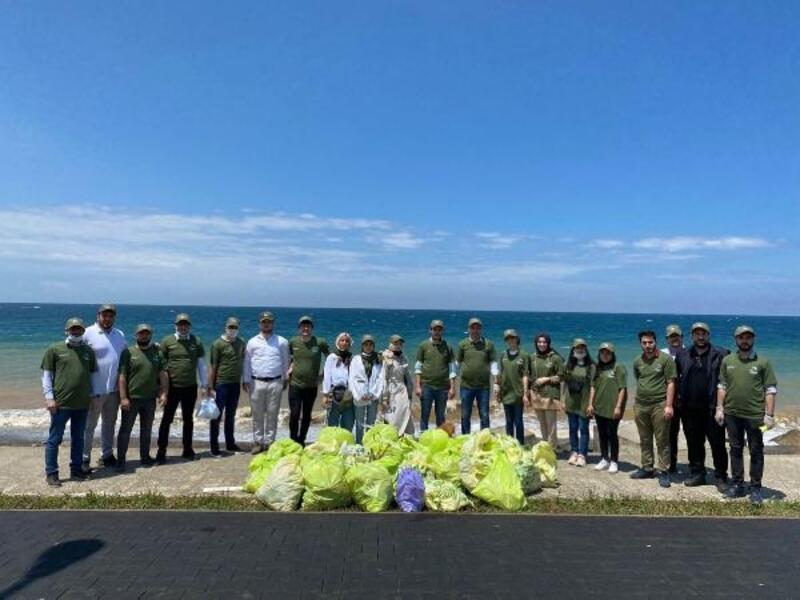 Trabzon'da gönüllüler, sahili temizledi