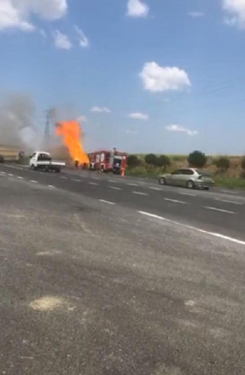 Tekirdağ'da 2 araç yandı