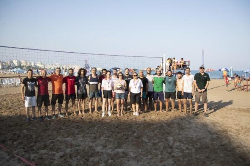Mersin'de siteler arası plaj voleybolu turnuvası başladı