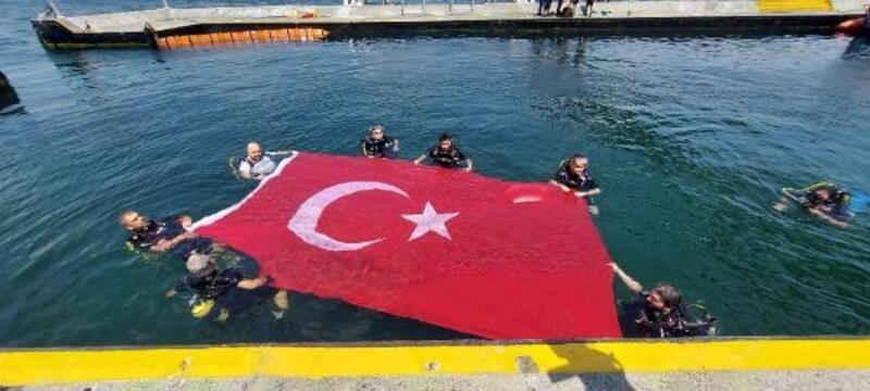 15 Temmuz'u unutturmamak adına su altına daldılar