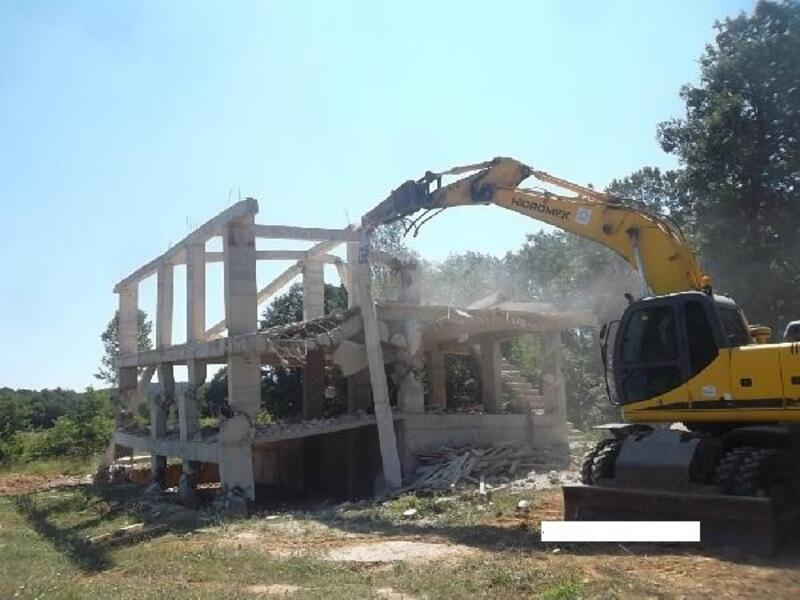 Gebze'de kaçak yapılar yıkıldı