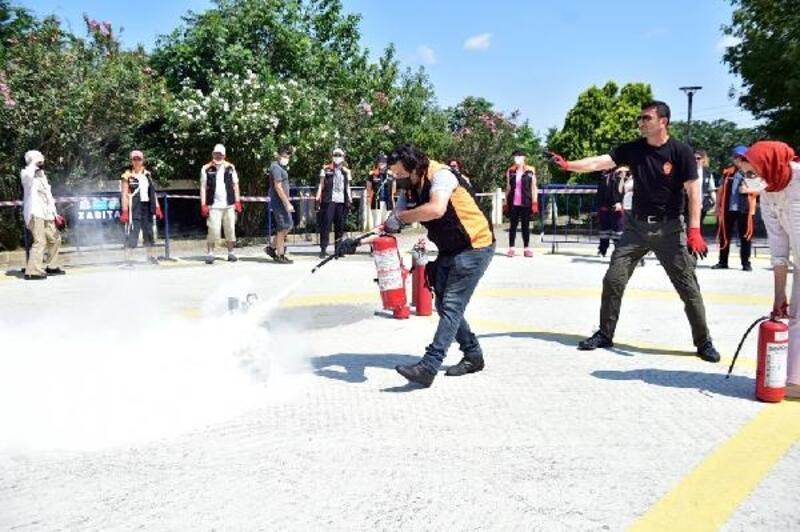 Beşiktaş'ta gönüllülere 'Arama Kurtarma ve Yangın Eğitimi' verildi