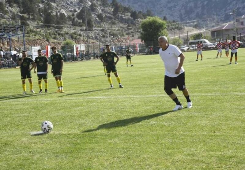 Başkan KaralarKızıldağ Futbol Turnuvası'nın açılışını yaptı