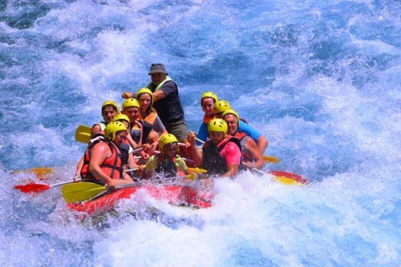 Rafting botları Köprülü Kanyon'u renklendirdi
