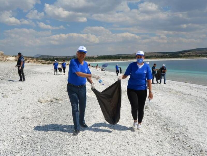 Salda Gölü kıyısında temizlik