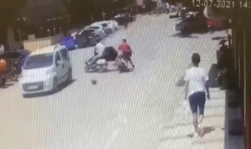Motosikletin başka bir motosiklete çarptığı kaza kamerada