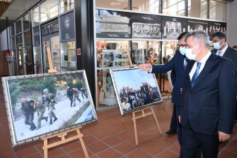 Vali Elban '15 Temmuz' fotoğraf sergisinin açılışını yaptı