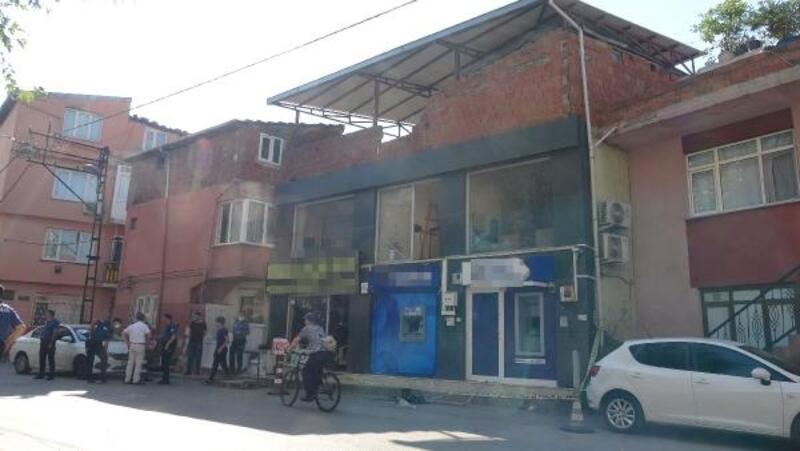 Bursa'da ATM'den para çeken kadının üstüne caraskal düştü