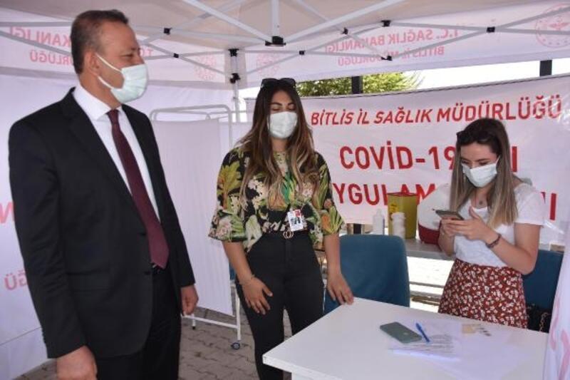 Bitlis'te 3'üncü aşısını olan Rektör Elmastaş'tan çağrı: Mutlaka aşı olmalıyız