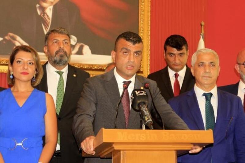 Mersin Barosu Başkanı Gazi Özdemir mazbatasını aldı