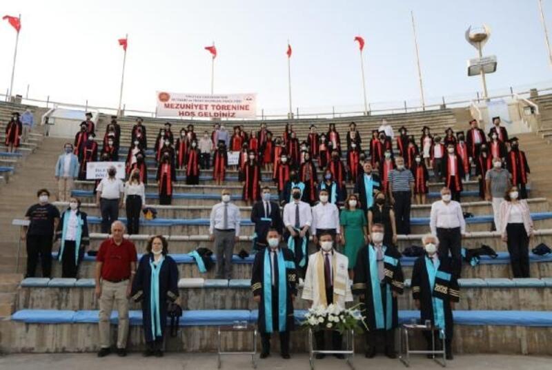 ERÜ'de 5 bölümden 285 öğrenci mezun oldu