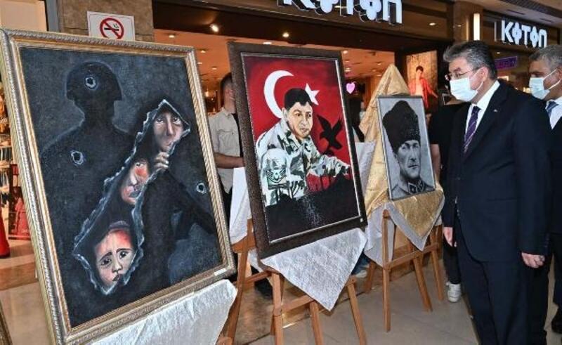 Osmaniye'de öğretmen ve öğrencilerden 15 Temmuz sergisi