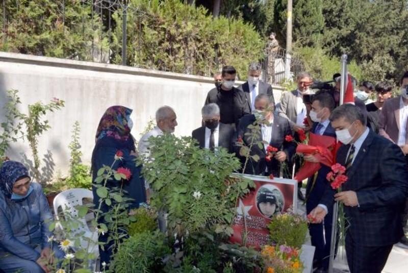 Hatay'da 15 Temmuz'da şehitler mezarı başında anıldı
