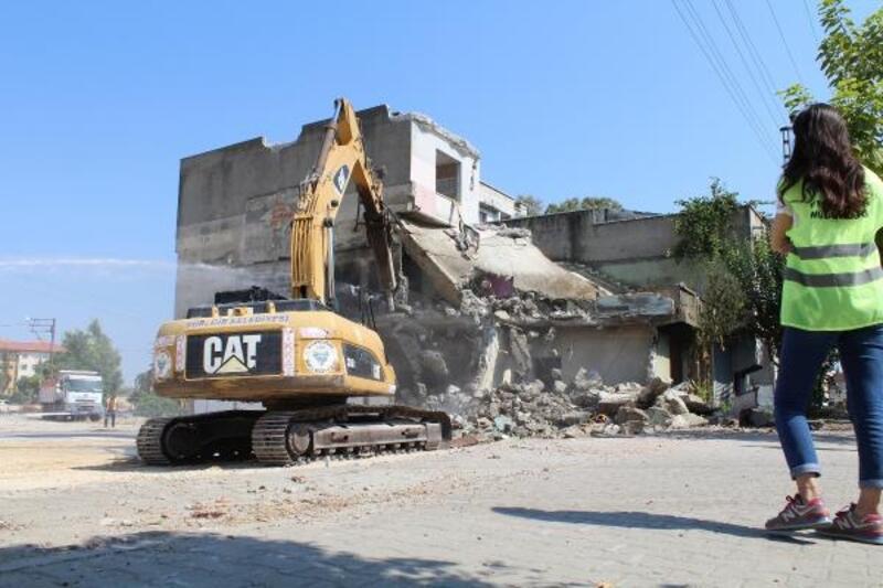 Sinanpaşa'da yıkımlar devam ediyor