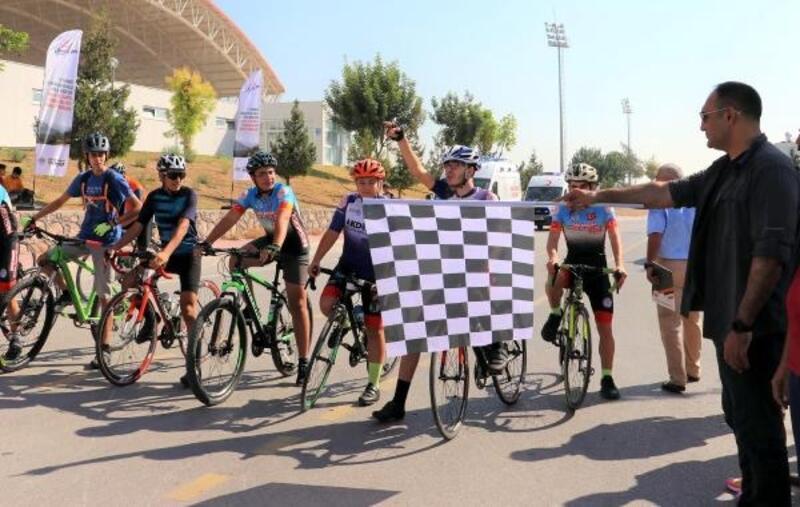 Toroslar'da 15 Temmuz anısına bisiklet yarışları yapıldı
