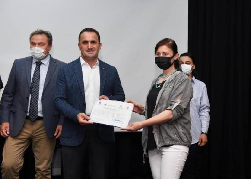 Beyoğlu'nda çevrim içi eğitim programına katılan kursiyerler sertifikalarını aldı