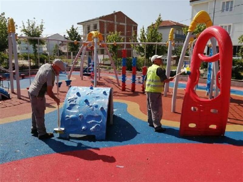 İnegöl Belediyesi Kurban Bayramı öncesi ilçeyi temizlemeye devam ediyor