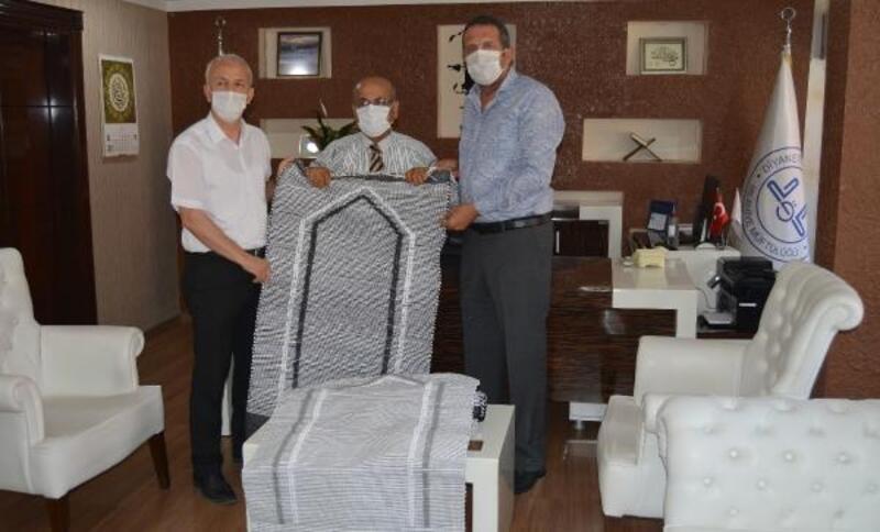 Kursta dokunan 150 kilim, camilerde kullanılmak üzere hediye edildi