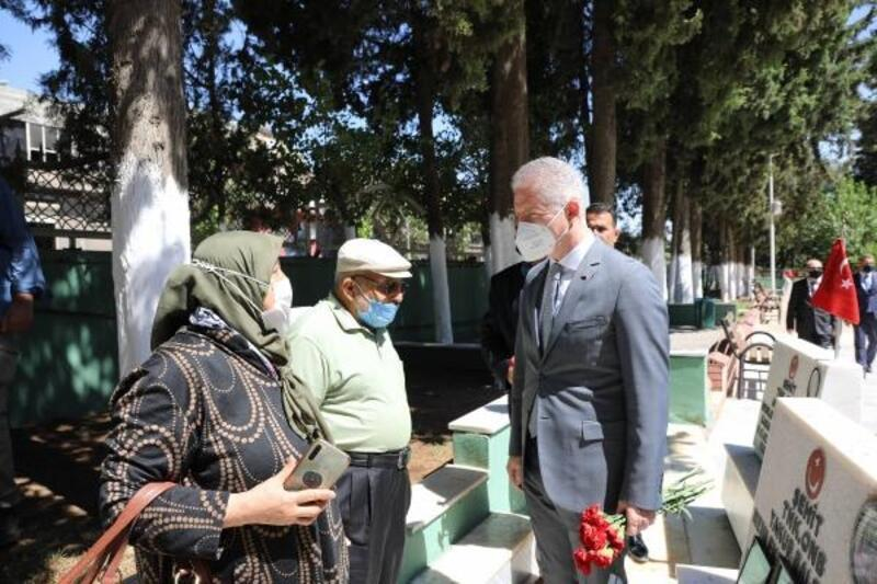 Gaziantep'te protokol ile vatandaş bayramlaştı