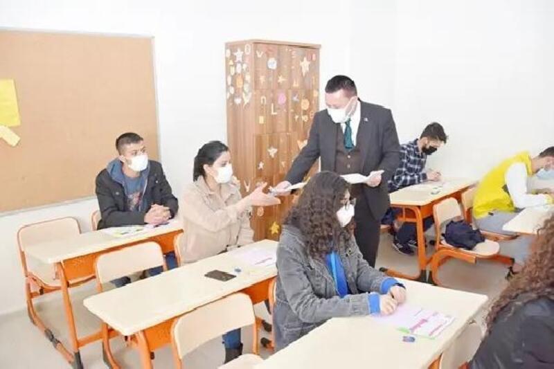 Üniversiteye hazırlanan öğrenciler için ücretsiz kurs