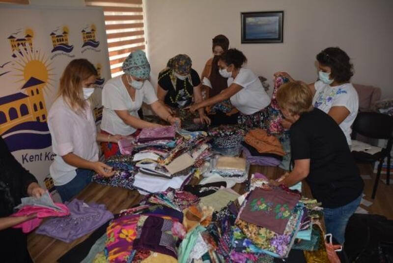 Giysileri elleriyle dikip afetzede kadınlara gönderdiler
