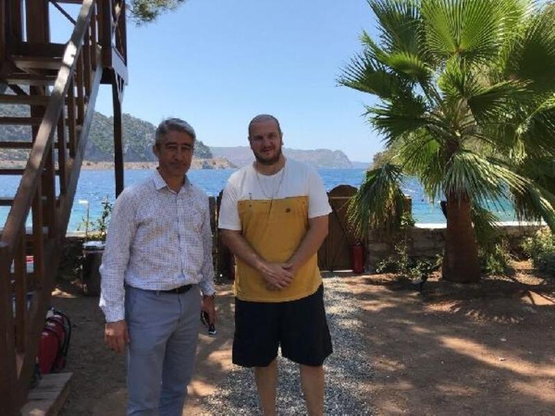 Mehmet Oktay'dan Şahan Gökbakar'a ziyaret