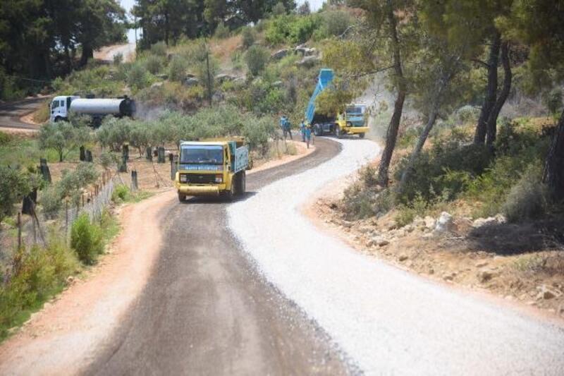 Başkan Yücel'in söz verdiği 70 kilometrelik asfalta Okurcalar'dan başlandı
