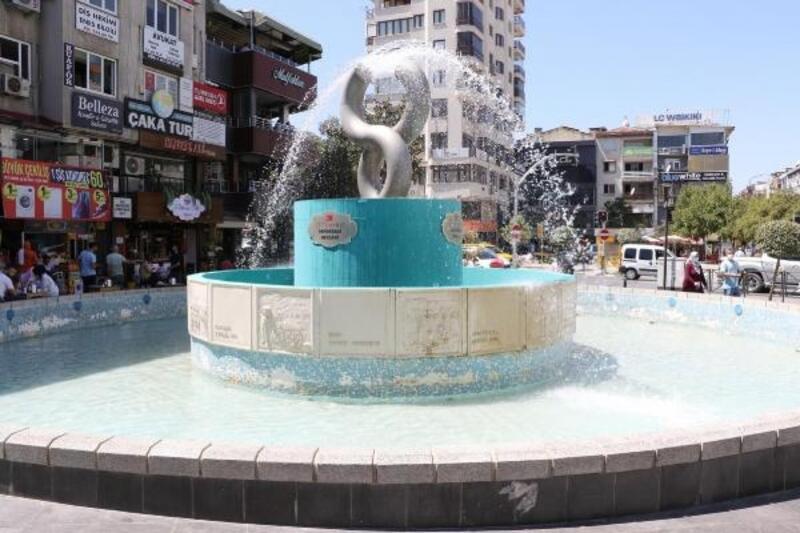 Manisa Büyükşehir'den Demokrasi Meydanı'na bakım