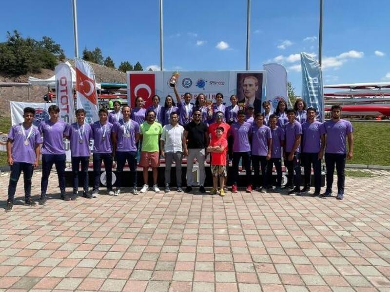Bursa Büyükşehir Belediyesporlu kanoculardan Eskişehir'de tam 53 madalya
