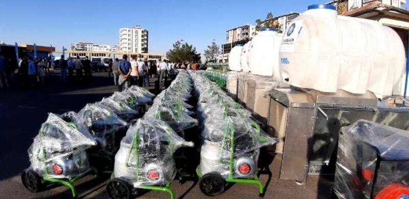 Diyarbakır'da ihtiyaç sahibi çiftçilere malzeme dağıtımı