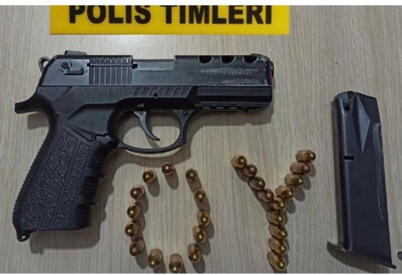 Polis uygulamasında çalıntı araç ve tabanca ele geçirildi