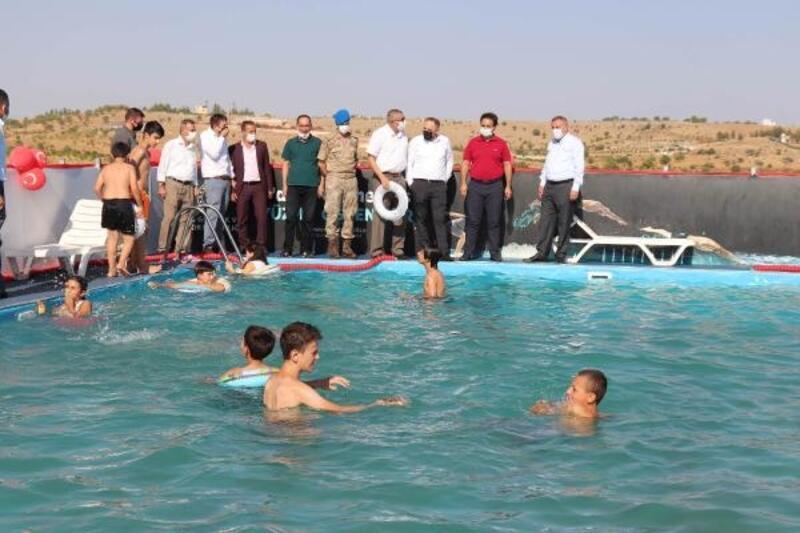 Midyat'ta çocuklar için portatif yüzme havuzu