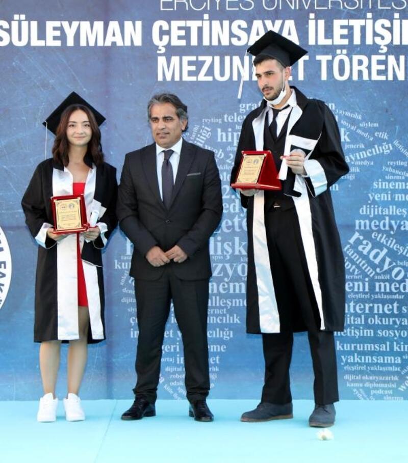 ERÜ İletişim Fakültesi 14'üncüdönem mezunlarını verdi